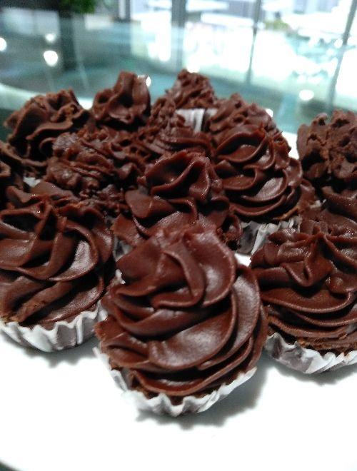 Сурови тортички с кокосов крем
