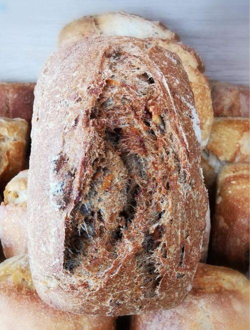 Пълнозърнест хляб с орехи и моркови