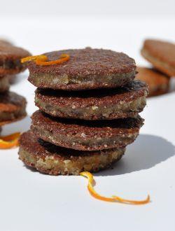 Слепени бисквитки с кокосово-портокалов пълнеж