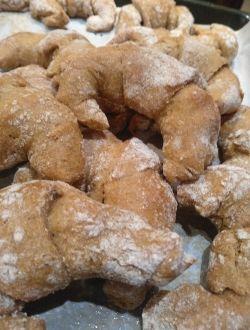 Лимецови кифлички със сладко от боровинки