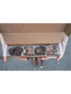 Кутийка с микс от шоколадови хапки 'Шоколадови моменти'