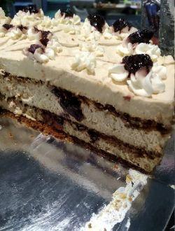 Торта Вишнев цвят